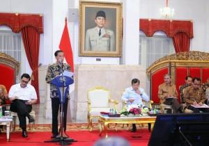 Presiden Jokowi saat memberikan pengantar pada Sidang Kabinet Paripurna di Istana Negara, Jakarta (4/1)