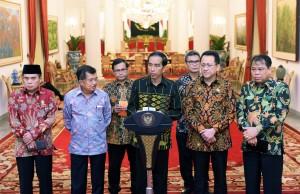 Presiden didampingi Wapres dan para pimpinan lembaga saat konferensi pers usai pertemuan di Istana Negara, Jakarta (19/1) (Foto:Humas/Jay)
