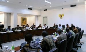 Presiden Jokowi pimpin Rapat Terbatas di Kantor Presiden, Jakarta (4/1)