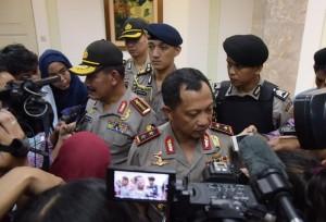 Kapolri dan Kapolda Metro Jaya menjawab pertanyaan wartawan usai memberikan keterangan pers tentang ledakan bom Sarinah, Jakarta (14/1) (Foto:Humas/Deni)