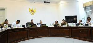 Presiden Jokowi pimpin Rapat Terbatas di Kantor Presiden, Jakarta (5/1)