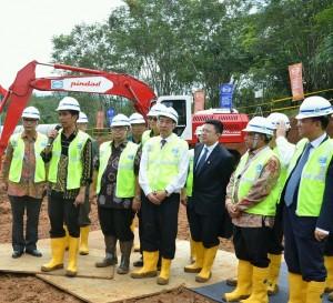 Presiden Jokowi sampaikan sambutan saat groundbreaking kereta cepat Jakarta-Bandung di Bandung (21/1). (Foto:Humas/Jay)