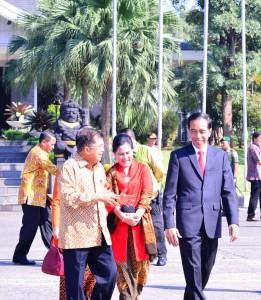 Presiden Jokowi didampingi Ibu Negara Iriana dan Wapres Jusuf Kalla sbeelum keberangkatan ke Amerika (14/2). (Foto:Biro Pers, Media, dan Informasi/Rusman)