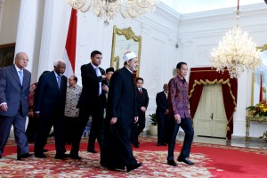 Presiden Jokowi menerima Grand Syeikh Al-Azhar, Kairo, Mesir, Prof Dr Syekh Ahmad Muhammad Ahmad Ath-Thayyeb, di Istana Merdeka, Jakarta, Senin (22/2) pagi. (Foto: Oji/Setkab)