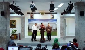 Keterangan Pers tentang hasil Ratas Lanjutan Pembahasan Tingkat Kandungan Dalam Negeri, pada Selasa (23/2) sore. (Foto: Humas/Jay)