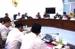 Presiden Jokowi Memimpin Rapat Terbatas tentang Pemberantasan Narkoba dan Rehabilitasi Korban Penyalahgunaan Narkoba di Kantor Presiden, Jakarta, Rabu (24/2) Siang.