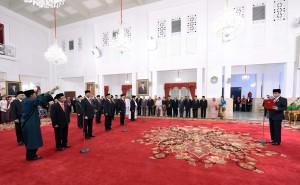 Presiden melantik sepuluh Dubes RI di Istana Negara, Jakarta (25/2). (Foto:Humas/Jay)