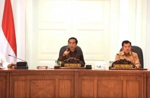 Presiden Jokowi saat memimpin Rapat Terbatas di Kantor Presiden, Jakarta (29/2). (Foto:Humas/Rahmat)