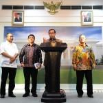 Seskab memberikan keterangan tentang Paket Kebijakan Ekonomi X di Kantor Presiden, Jakarta Kamis Siang (11/2). (Foto:Humas/Jay)