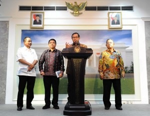 Photo Caption: Cabinet Secretary delivered a press statement on Economic Policy Package X, at the Presidential Office, Jakarta, on Thursday (11/2)