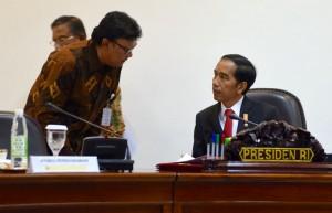 Presiden Jokowi dan Mendagri pada Ratas (3/2) di Kantor Presiden.  (Foto: Humas/Deni)