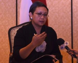 Menlu menjelaskan tentang agenda Presiden Jokowi kepada wartawan. (Foto:Humas/Nia)
