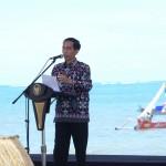 Presiden Jokowi saat memberikan sambutan pada acara puncak Peringatan Hari Pers Nasional di Pantai Kuta, Kawasan Ekonomi Khusus Mandalika, Lombok, Nusa Tenggara Barat (NTB), Selasa (9/2) pagi