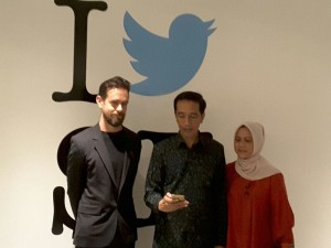 Photo Caption: President Jokowi accompanied by First Lady Iriana when meeting the CEO of Twitter Jack Dorsey, in San Fransisco