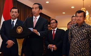 Presiden Jokowi memberikan keterangan pers kepada wartawan di bandara Halim Perdanakusuma, Jakarta (19/2). (Foto:Humas/Rahmat)