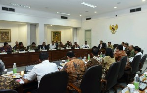 Suasana Rapat Terbatas mengenai Pembahasan Blok Masela (1/2) di Kantor Presiden, Jakarta.
