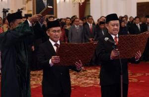 Presiden Jokowi melantik dua Anggota Komisi Yudisial di Istana Negara, Jakarta Jumat (12/2) sore. (Foto:Humas/Rahmat)
