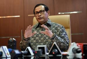 Seskab Pramono Anung menjawab pertanyaan wartawan di ruang kerjanya Jumat (26/2) siang. (Foto:Humas/Rahmat)