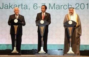 Keterangan pers bersama Presiden Palestina Mahmoud Abbas, Presiden RI Jokowi, dan Sekjen OKI Iyad Ameen Madani (7/3). (Foto: Humas/Jay)