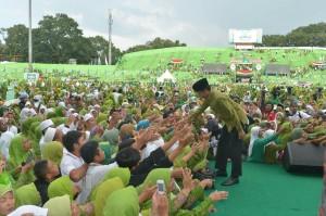 Presiden Jokowi saat hadir di  Harlah 70 Tahun Muslimat Nahdlatul Ulama, Sabtu, 26 Maret 2016 di Stadion Gajayana, Malang. (Foto:BPMI/Kris)