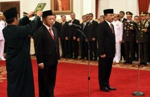 Irjen Tito Karnavian dan Laksda Arie Soedewo masing-masing diambil sumpahnya oleh Presiden Jokowi sebagai Kepala BNPT dan Bakamla, di Istana Negara, Jakarta, Rabu (16/3) pagi
