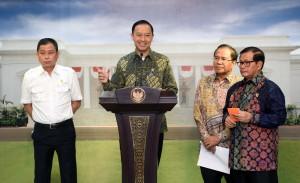 Mendag menjelaskan hasil rapat Terbatas di Kantor Presiden, Jakarta (29/3). (Foto: Humas/Jay)