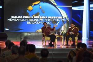 Presiden Jokowi dalam dialog publik diselenggarakan oleh Ikatan Sarjana Ekonomi Indonesia (30/3)