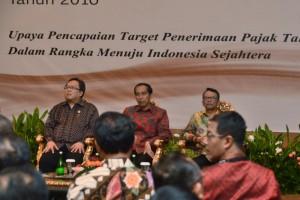 Presiden Jokowi didampingi Menkeu menghadiri Rapimnas III Ditjen Pajak, di kantor Ditjen Pajak, Jakarta, Selasa (29/3) pagi. (Foto: Fitri/Humas)