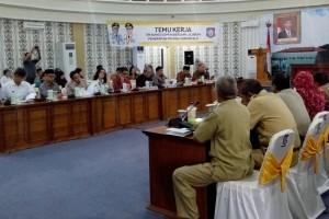 Anggota Komisi II DPR-RI bertemu dengan pejabat Pemprov Gorontalo, saat kunjungan kerja ke Gorontalo, Senin (21/3)