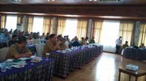 Kepala BPPD Kaltim Ir. Frederik Bid, M.Si saat menyampaikan usulan pada kegaiatan Konsultasi Publik di Ruang Mancong Hotel Mesra Samarinda, Kaltim, Selasa (8/3).