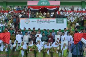 Presiden Jokowi didampingi Gubernur Jatim menghadiri Harlah 70 Tahun Muslimat NU, di Malang, Jatim, Sabtu (26/3) siang. (Foto: Kris/Setpres)