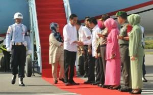 Presiden Jokowi saat tiba di Tarakan kemarin (23/3). (Foto:Humas/Jay)