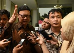 Menteri Dalam Negeri Tjahjo Kumolo menjawab pertanyaan terkait Rapat Terbatas tentang Pilkada (15/3). (Foto: Humas/ Jay)