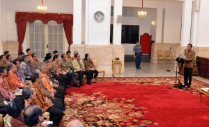 Presiden Jokowi memberikan arahan pada Rakornis Sensus Ekonomi 2016, di Istana Negara, Jakarta, Selasa (26/4) pagi. (Foto: JAY/Humas)