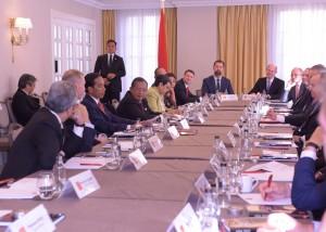 Presiden Jokowi bertemu dengan 20 CEO perusahaan utama Inggris, di London, Rabu (20/4) pagi. (Foto: Nia/Humas)