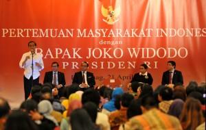 Presiden Jokowi saat bertemu masyarakat Indonesia di Den Haag, Belanda (21/4). (Foto: Humas/Rahmat)