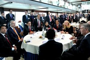 Presiden Jokowi saat di Port Rotterdam, Belanda (22/4). Foto: (Humas/Rahmat)