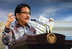 Menteri PPN/Kepala Bappenas memberikan keterangan pers usai Rapat Terbatas di Kantor Presiden, Jakarta (13/4). (Foto:Humas/Agung)