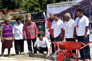 Presiden Jokowi saat groundbreaking Pasar Budaya Mama-Mama, di Jayapura, Papua, Sabtu (28/4). (Foto: BPMI)