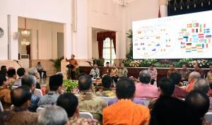 Presiden Jokowi Memberikan Arahan pada RKP dengan Gubernur dan Bupati/Wali Kota hasil Pilkada Serentak 2015 di Istana Negara, Jakarta, Jumat (8/4) pagi (Foto: Humas/Agung)