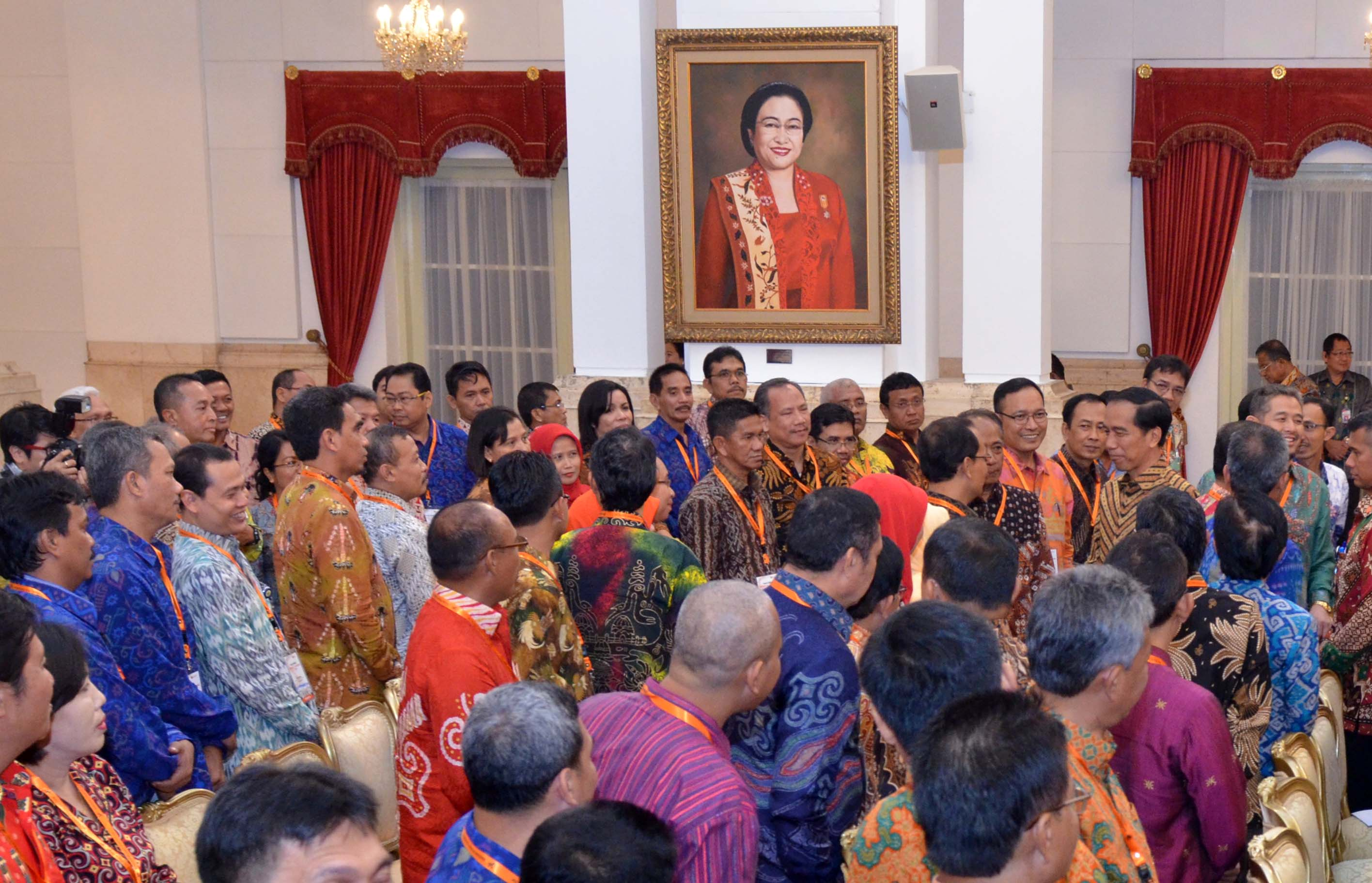 President jokowi only bps is responsible for data sekretariat president jokowi and participants of the technical coordination meeting on the 2016 economic survey on tuesday 264 at the state palace jakarta reheart Choice Image
