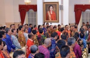 Presiden Jokowi Bersama Peserta Rapat Koordinasi Teknis Survei Ekonomi 2016, Selasa (26/4), di Istana Negara, Jakarta. (Foto: Humas/Jay)