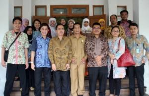 Tim RB Setkab dipimpin Staf Ahli Seskab Drs. Raso M.Si mengunjungi Pemprov DIY, Yogyakarta, Rabu (227/4), guna mempelajari Best Practice SAKIP dan RB di provinsi ini. (Foto: Nia/Humas)