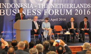 Presiden Jokowi berpidato pada Forum Bisnis Indonesia-Belanda di Den Haag, Kamis (22/4) siang waktu setempat. (Foto: Humas/Rahmat)