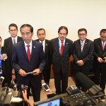 Presiden Jokowi memberikan keterangan pers kepada wartawan Istana di Holding Room Bandar Udara Internasioal Chubu Centrair Nagoya Jepang, Jumat (27/5) Sore waktu setempat. (Foto: Humas/Dhany)