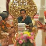 Presiden Jokowi menerima Tim Sensus Ekonomi dari Badan Pusat Statistik, Rabu (25/5), di Istana Merdeka, Jakarta. (Foto: Humas/Rahmat)