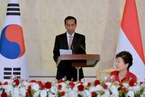 Presiden Jokowi saat santap malam kenegaraan di Korea (16/5)