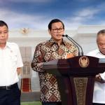 Seskab Pramono Anung didampingi Menhub Ignasius Jonan dan Menteri PUPR Basuki Hadimuljono memberikan keterangan pers, Senin (2/5) sore, di Kantor Presiden, Jakarta. (Foto: Humas/Jay)