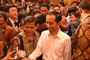 Presiden Jokowi bertemu dengan diaspora di Korsel, Minggu (15/5) malam waktu setempat. (Foto: Humas/Anggun)