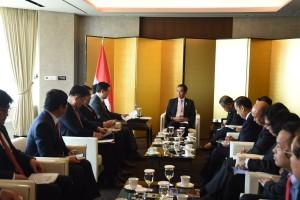 Presiden Jokowi bertemu Pendiri dan CEO Lotte di Korea (16/5). (Foto: Humas/Anggun)